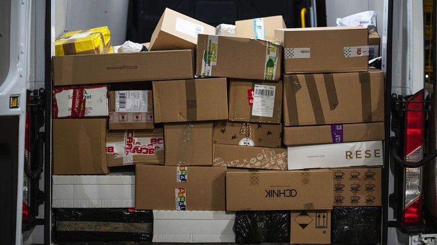 """Uważaj na wiadomości o """"paczce z zagranicy"""", fot. Getty Images"""