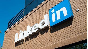 LinkedIn: dane 92 proc. użytkowników wypłynęły do sieci. Są tam informacje o zarobkach