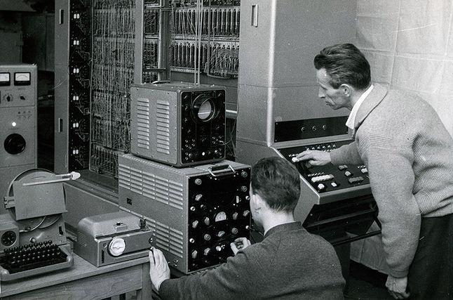 UMC-1, pierwszy komputer produkowany seryjnie w Zakładach ELWRO - jedno ze zdjęć z kolekcji