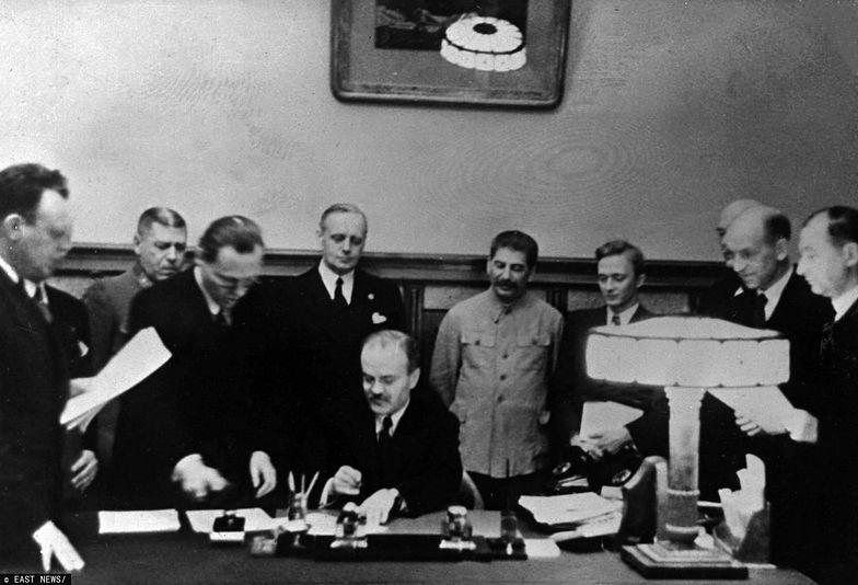 Podpisanie paktu Ribbentrop-Mołotow.