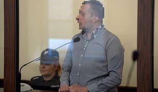 Oskarżony Kamil T. na sali rozpraw