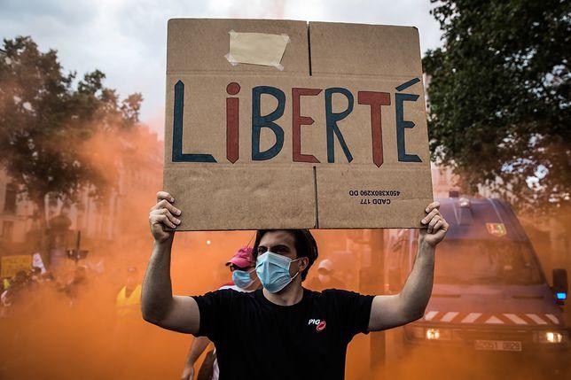 Francja. Protesty przeciw paszportom covidowym CHRISTOPHE PETIT TESSON epaselect