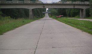 Droga S22 pokrywa się z przebiegiem tzw. Berlinki, czyli autostrady budowanej przez III Rzeszę podczas II wojny światowej