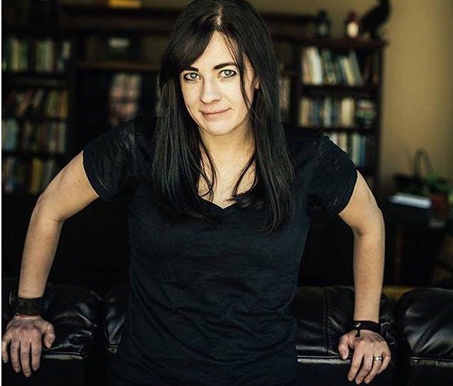 Maggie Stiefvater jest autorką książek fantasy