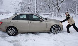 Gdy utkniemy autem w śniegu