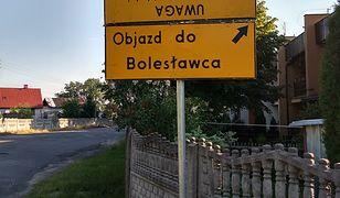 Zwykle źle ustawiony znak wprowadza chaos na skrzyżowaniu czy jest umiejscowiony tuż za pniem drzewa. Tym razem to coś więcej