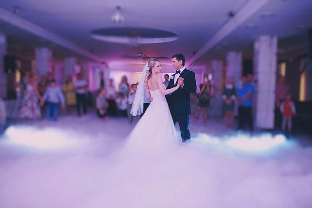 Konflikt z przyszłą teściową przed weselem może być trudnym doświadczeniem