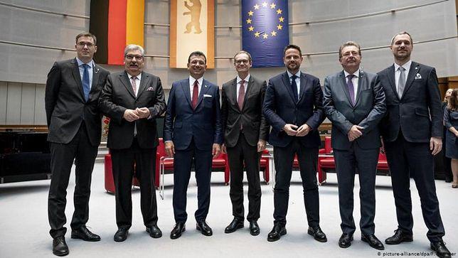 Rafał Trzaskowski zawarł pakt. Z burmistrzami z zagranicy chce walczyć z populizmem i lobbować w Brukseli