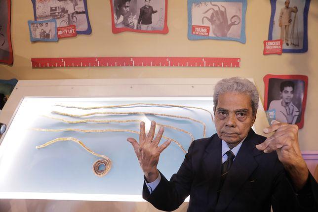 82-latek obciął słynne paznokcie i oddał do muzeum