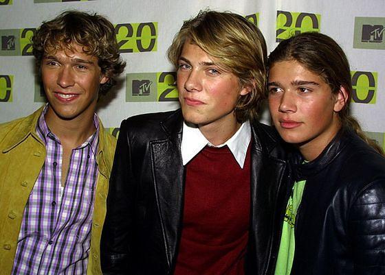 Zac Hanson - pierwszy z prawej, z braćmi