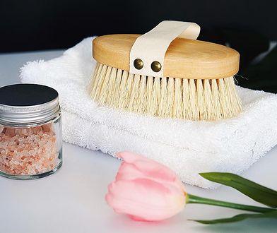 Szczotka do masażu na sucho może być używana również na mokro