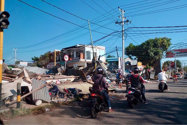 Według najnowszych danych trzęsienie ziemi pochłonęło życie ponad 300 osób