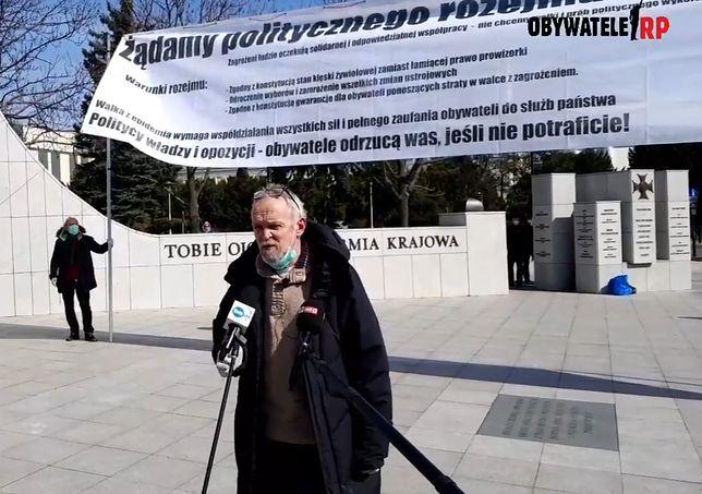 Koronawirus w Polsce. Obywatele RP manifestują mimo kwarantanny