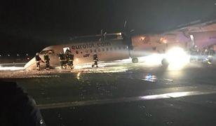 Czarny gęsty dym z palącego się silnika otaczał cały samolot. Ludzie byli uwięzieni w środku