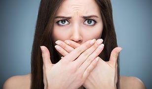 Spierzchnięte usta to krępujący problem, z którym można sobie poradzić