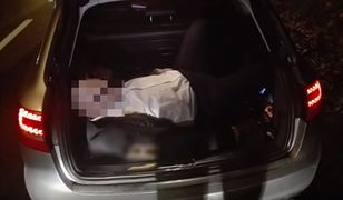 Nietrzeźwy mężczyzna prowadził auto. W środku czterech pijanych pasażerów – jeden w bagażniku
