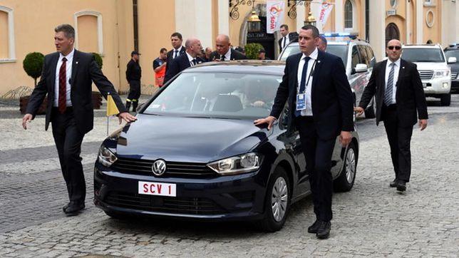 Papieski VW Golf Sportsvan idzie pod młotek