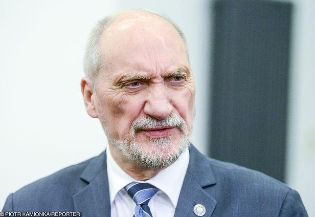 """Strajk nauczycieli - Macierewicz liczy, że wraz z zawieszeniem nastąpi koniec """"skandalicznych działań'"""