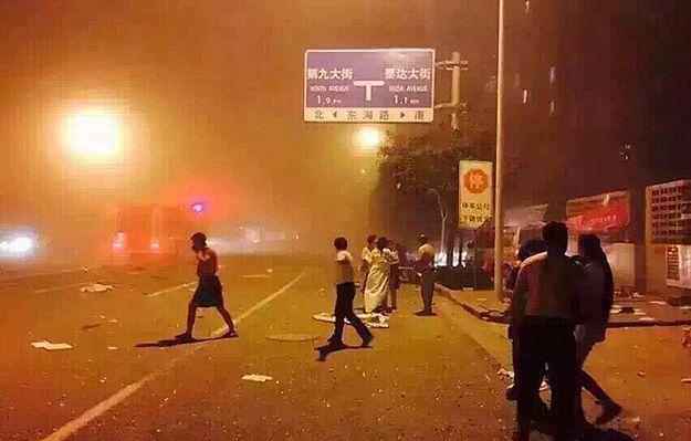 Potężne eksplozje i pożary w składzie materiałów wybuchowych w Tiencin w Chinach