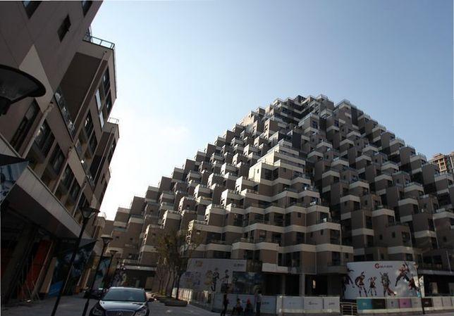 Nietypowe osiedle w Chinach. Kształtem przypomina piramidę