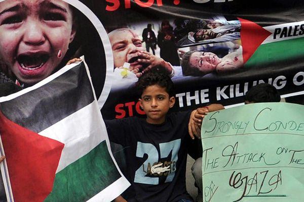 Dzieci z Karaczi protestują przeciwko izraelskiej ofensywie w Strefie Gazy