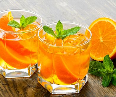 Pomarańcze to cytrusowe owoce bogate w witaminy i związki polifenolowe.