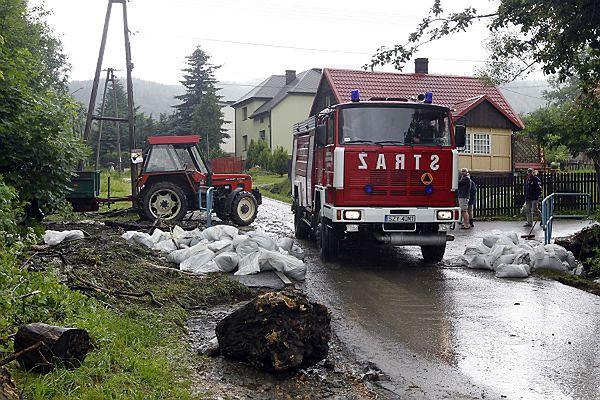 Gwałtowne ulewy na Opolszczyźnie. Kilkadziesiąt domów podtopionych