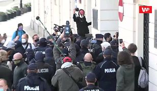 """Strajk Kobiet. Protesty w Warszawie. """"Faszyści, policja - jedna koalicja"""""""