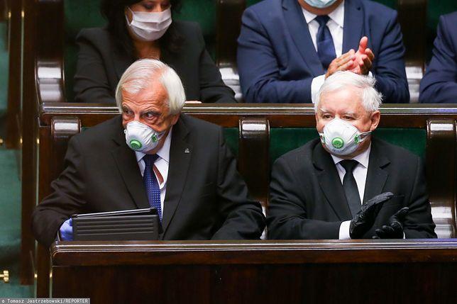 Jarosław Kaczyński i Ryszard Terlecki kilka tygodni temu w Sejmie. Obecnie prezes PiS przebywa na kwarantannie i pracuje z domu