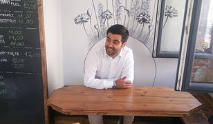Salar w swojej kawiarni