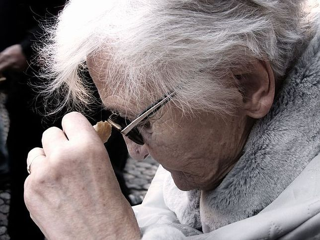 Śródmieście: 80-letnia kobieta zgubiła się w centrum. Zaopiekowała się nią kwiaciarka