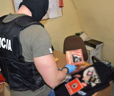 Policjanci w domach zatrzymanych znaleźli materiały ruchu neofaszystów