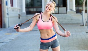 Dzięki skakance możemy poprawić kondycję i wymodelować dolne partie ciała