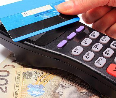 Kobieta posługiwała się znalezioną kartą płatniczą