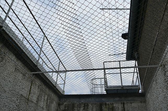 Śląskie. 35-letni mieszkaniec Dąbrowy Górniczej najbliższe 3 lata spędzi w zakładzie karnym.