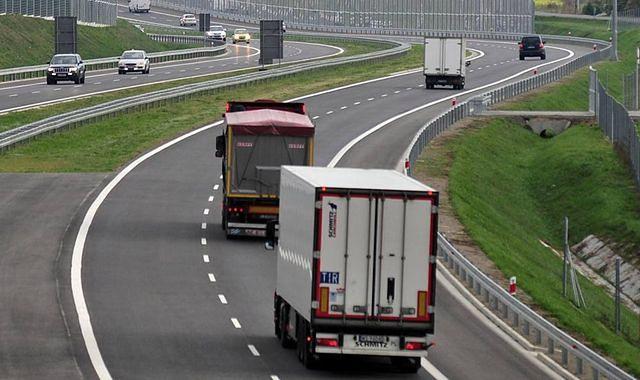 Chińczycy otworzyli w Gdyni fabrykę naczep samochodowych