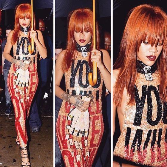 Rihanna w sukience ze sloganem