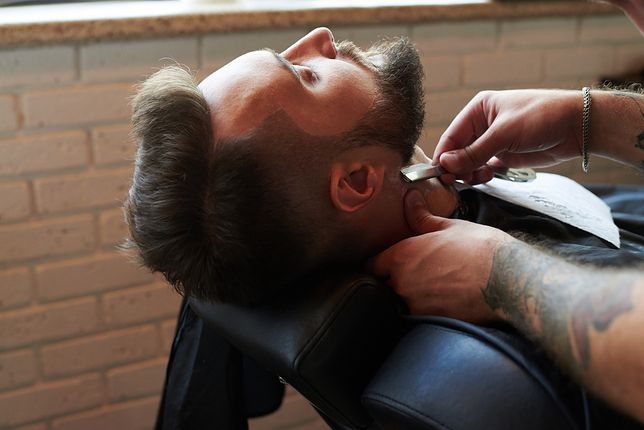 """""""Kobietom wstęp wzbroniony"""". Dlaczego nie mamy prawa wstępu do niektórych barber shopów?"""