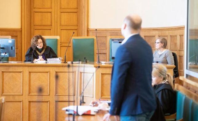 Oskarżony, właściciel sklepu Damian M. na sali rozpraw Sądu Okręgowego w Łodzi - kwiecień 2018 r.