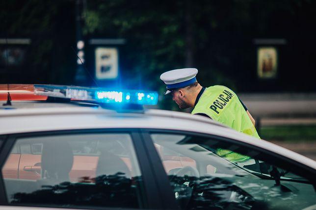 Pijany policjant wjechał w bmw. Ma zarzut, będzie wyrzucony ze służby