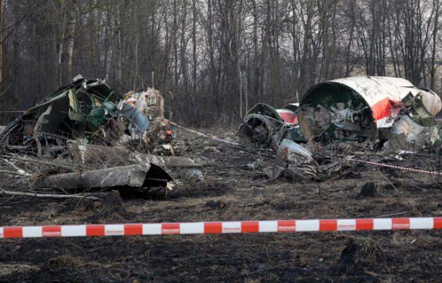 Na zdjęciu archiwalnym wrak prezydenckiego samolotu Tu-154 na miejscu katastrofy w Smoleńsku