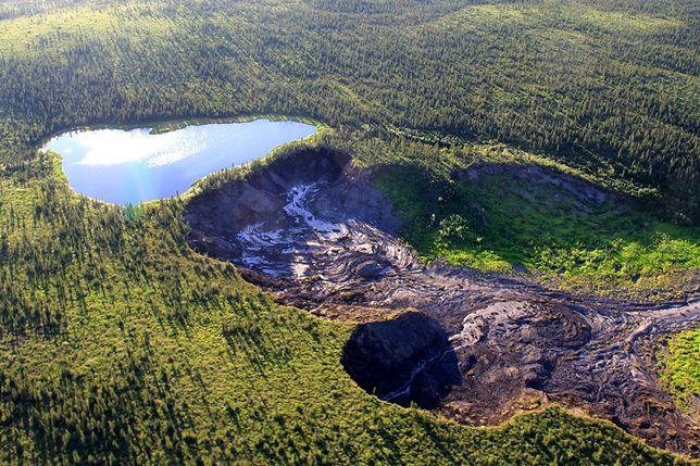 """Kanada. Jezioro, które """"spadnie"""" z klifu. Efekt zmian klimatycznych"""