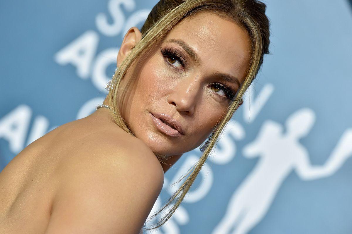 Jennifer Lopez na SAG Awards 2020. Tył sukni robi wrażenie