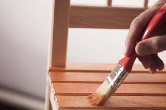 Drewniane meble w pokoju dziecięcym. Jak je odnowić?