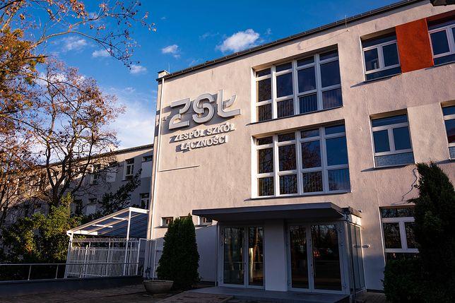 Dyrektor Zespołu Szkół Łączności w Poznaniu szykuje się do nauczania hybrydowego