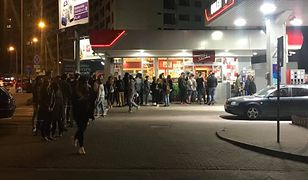Zakaz handlu w niedziele i tłumy pod stacją Orlen