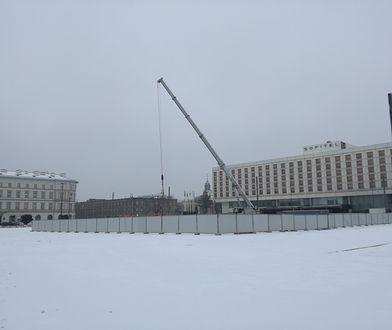 Trwa budowa pomnika smoleńskiego. Zapytaliśmy warszawiaków, co o tym sądzą