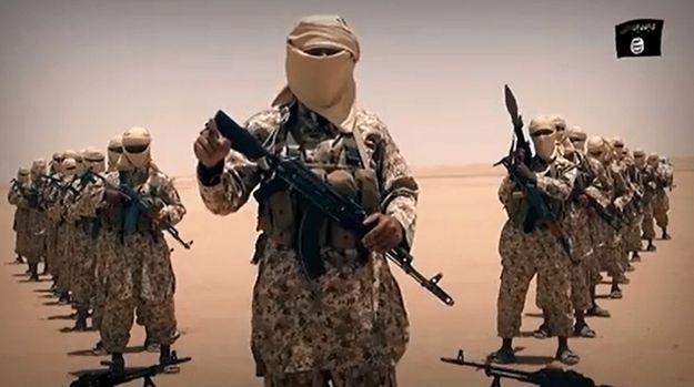 Kadr z nagrania IS zamieszczonego w serwisie YouTube
