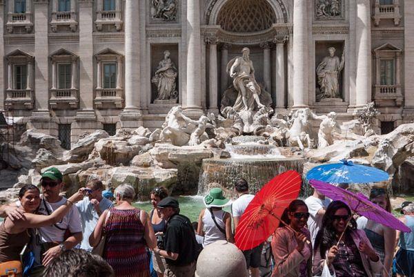 Spór o pieniądze wrzucane przez turystów do rzymskiej Fontanny di Trevi