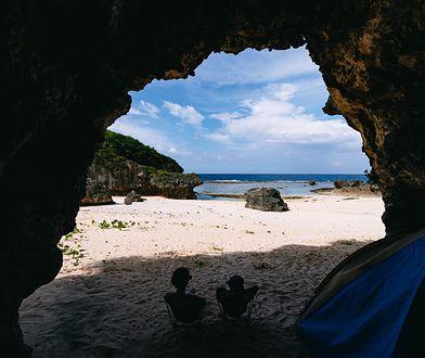Turyści ukrywali się w jaskini. Zdjęcie ilustracyjne
